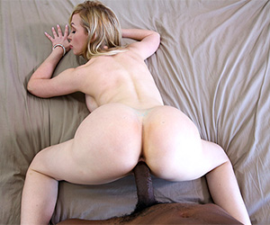 busty-therapist-fucks-her-client