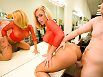 Pic of Nicole Aniston in canhescore episode: Nicole Aniston and the lucky fan
