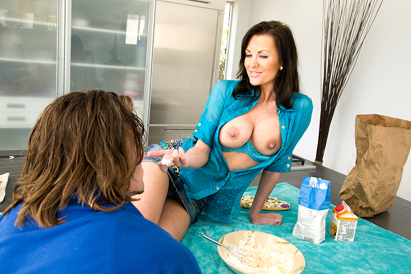 Belle sexy brandi edwards milf soup