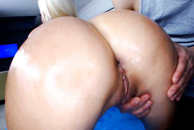 Euro girl with a huge ass gets rubbed down then fucked