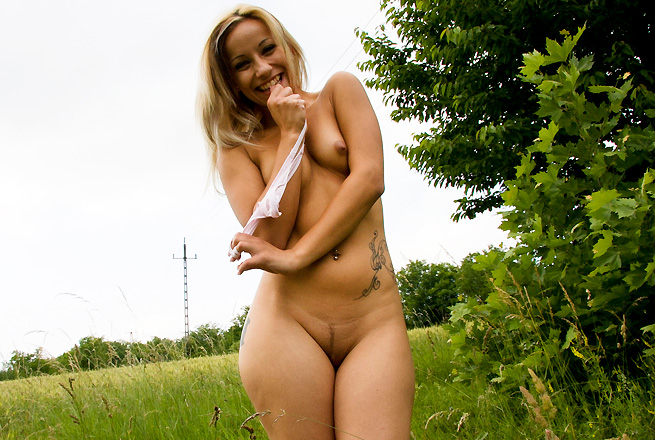 Ass In The Fields!