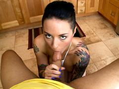 Rocker Girl gives a great BJ