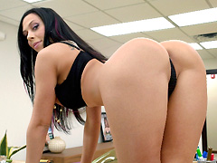 Rachel Starr The PornStar Swallows A Load!!